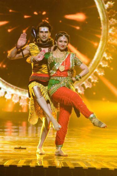 Divyanka & Vivek performing on the sets of Nach Baliye 8
