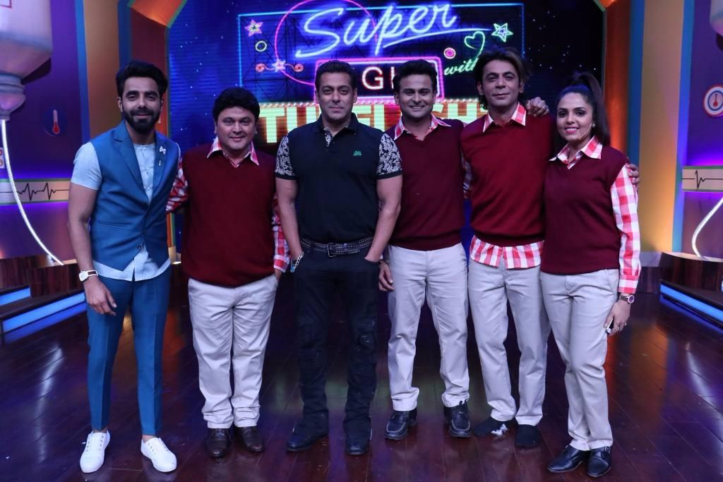 l-r-Aparshakti-Khurana-Ali-Asgar-Salman-Khan-Sunil-Grover-Dr-Sanket-Bhosle-and-Suganda-at-Super-Nights-with-Tubelight-event-compressed